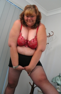BBWet4u - BBWet4U is an all natural mature and big fat babe. A must for all BBW fans