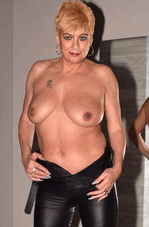 A classy british mature milf who is a natural infront of the camera. A real treat for mature porn lovers