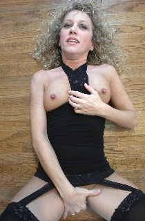 GingerKlixen. Ginger is a dirty blonde pocket sized MILF from Texas and a self confessed porn model slut. The perfect woman