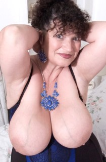 KimsAmateurs. The original mature swinging Essex housewife. Kims 40G curves are guaranteed to drive you wild.