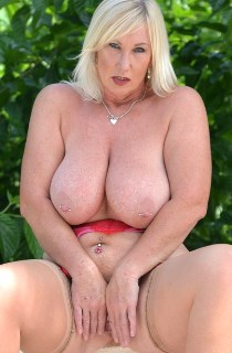 Hot amateur british milf getting naughty