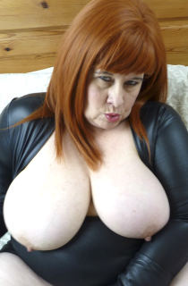 MrsLeather - Mrs Leather is a horny leather clad slut with fantastic 40GG all natural boobs. A must see for all BBW fans