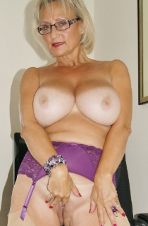 Sugarbabe. Sugarbabe is the ultimate definition of a perfect British MILF. Sexy, mature and with fantastic all natural 32GG tits.